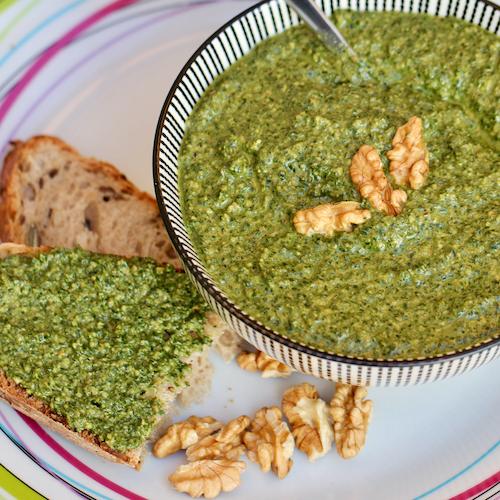 Pesto aux fanes et aux noix